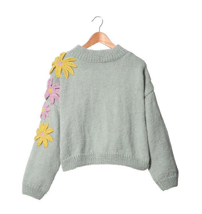 Modèle femme - Pull brodé Lilly-rose