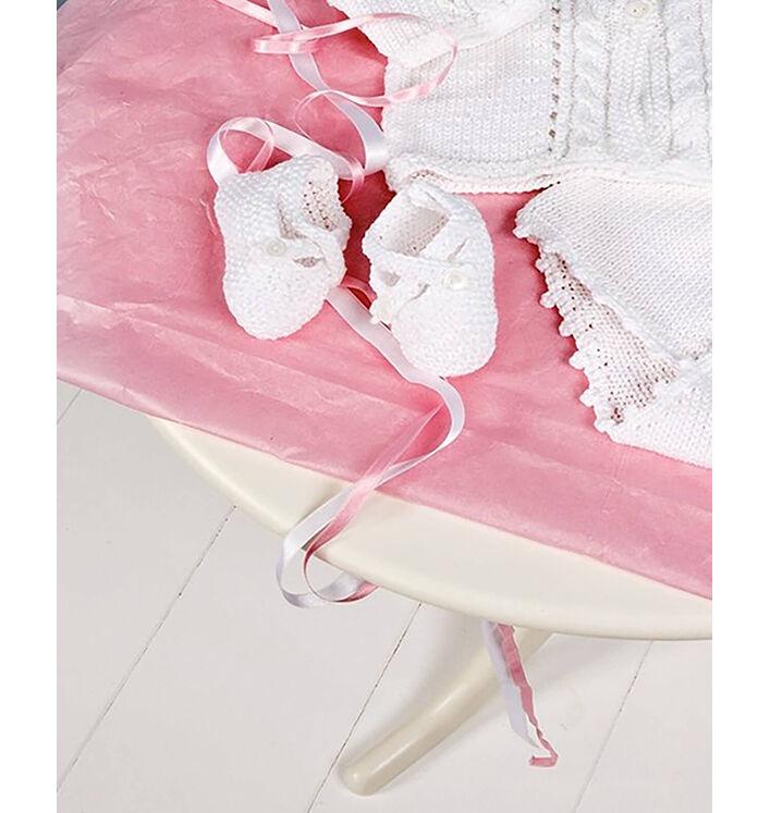 Modèle layette - Chaussons blancs