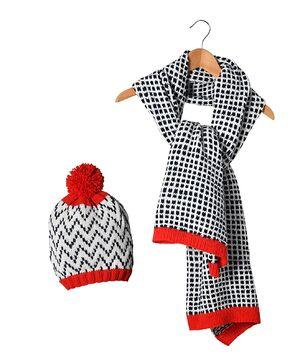 Modèle femme - Bonnet + écharpe jacquard