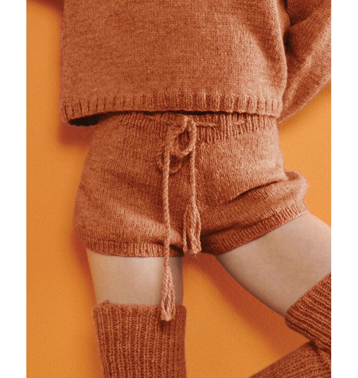 Fiche Modèle femme - Short orange Liao